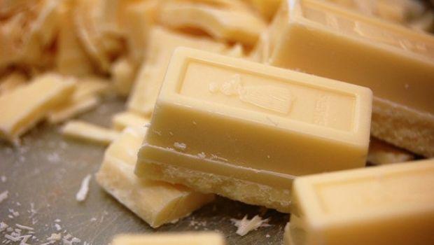 Cioccolato plastico bianco, la ricetta facile