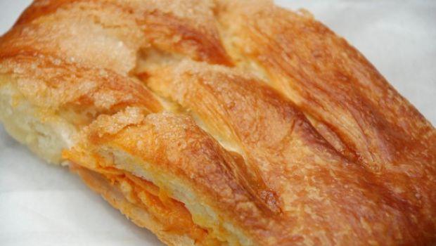 La ricetta dello strudel di albicocche e mandorle dolce leggero e estivo