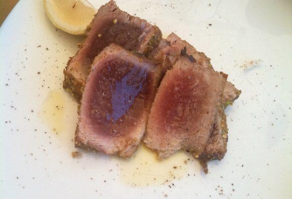 Tagliata di tonno la ricetta per combattere artrite e artrosi