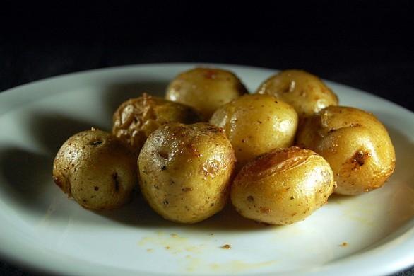Patate al forno microonde: ricetta e tempi di cottura giusti