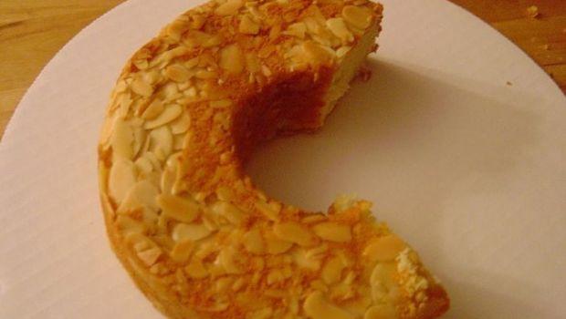 La ricetta della torta alle mandorle senza uova leggera e fragrante