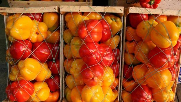 I peperoni al forno: i trucchi per spellarli velocemente e senza bruciarsi