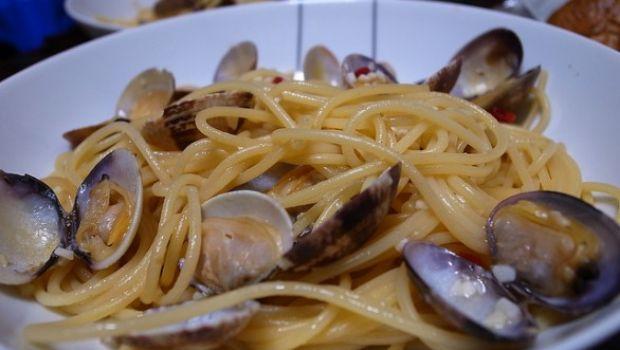 """Ricette dal cinema: gli spaghetti alle vongole di """"Terapia e pallottole"""""""