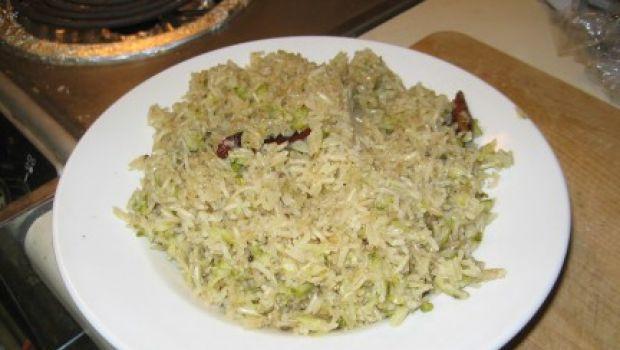 La ricetta facile del riso al forno light con zucchine