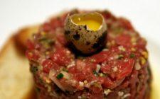 La tartare di carne nelle versioni con uovo e senza uovo