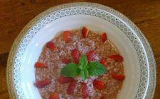 Ecco la ricetta facile del risotto alle fragole e champagne