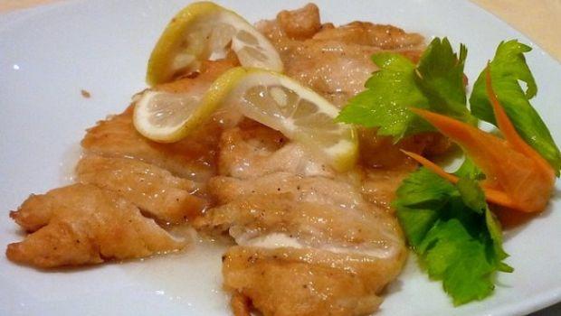 Le scaloppine al limone di pollo con la ricetta veloce per un secondo gustoso