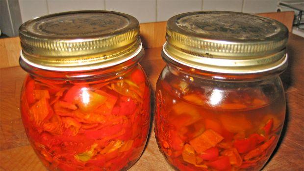 La conserva dei peperoni sottolio con la ricetta della nonna