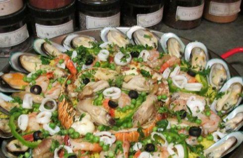 La ricetta della paella di pesce per una cena gustosa