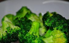 Broccoli in padella ripassati con acciughe e pinoli