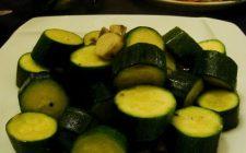 Come fare le zucchine trifolate con il Bimby per un veloce contorno