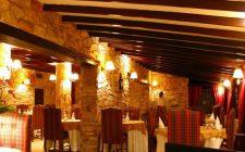 Il galateo a tavola al ristorante per il bon ton a pranzi e cene formali e in famiglia