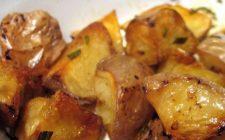 Patate al forno con la ricetta classica al profumo di rosmarino