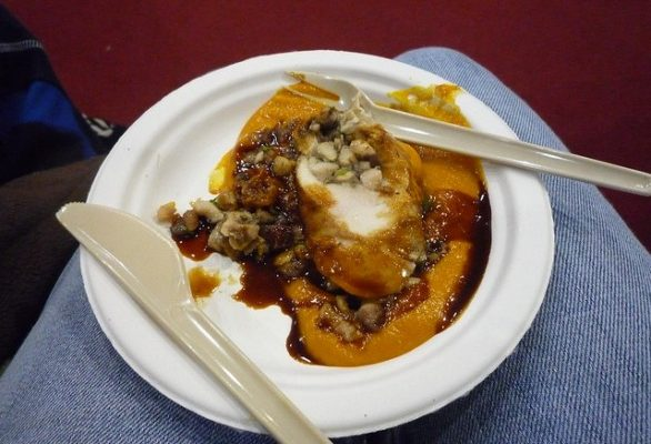 Cappone ripieno con la ricetta della tradizione per il pranzo di Natale
