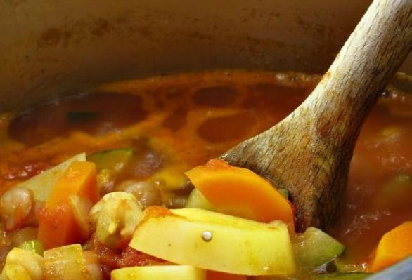 La minestra di ceci e patate con la ricetta veloce e gustosa