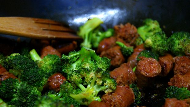 Broccoli e salsiccia con la ricetta facile da fare in padella