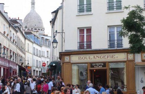 Il più antico fornaio di Parigi chiude, le baguettes lasciano il posto a desserts e macarons