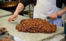 Il torrone alle mandorle natalizio la ricetta facile e veloce