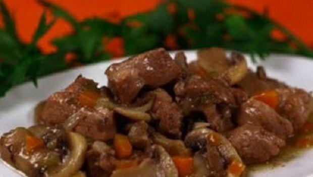 Le ricette del capriolo in umido o in spezzatino per stupire a Natale