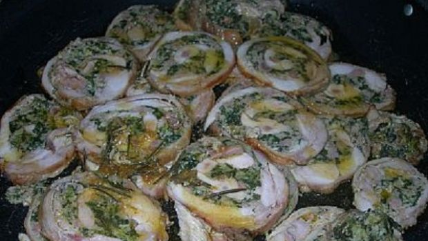 Rollé di coniglio ripieno con mollica e verdure