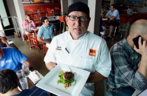 Foie gras nell'hamburger californiano che non piace agli animalisti della PETA