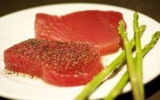 Tonno al sesamo e salsa di soia, la ricetta del secondo piatto sfizioso