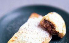 I ravioli dolci al forno e fritti per il Carnevale