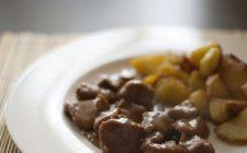 La ricetta dello spezzatino di vitello con patate facile da fare