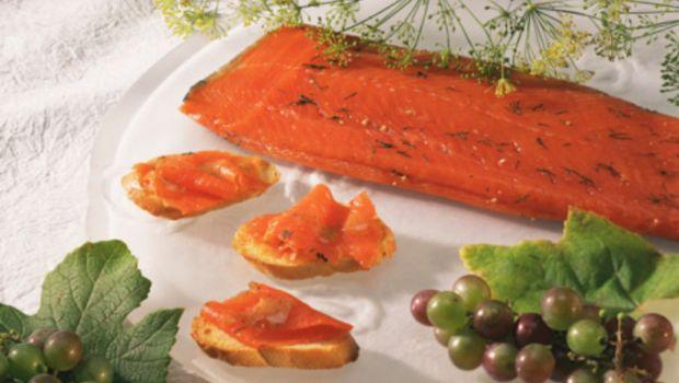 Ecco la ricetta dei crostini al salmone per il buffet
