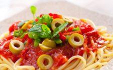 Gli spaghetti alla chitarra con patè di olive per un primo sfizioso