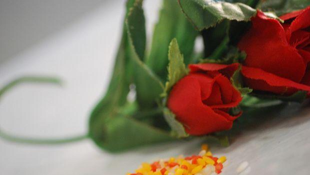 La ricetta del risotto per San Valentino allo spumante e petali di rose