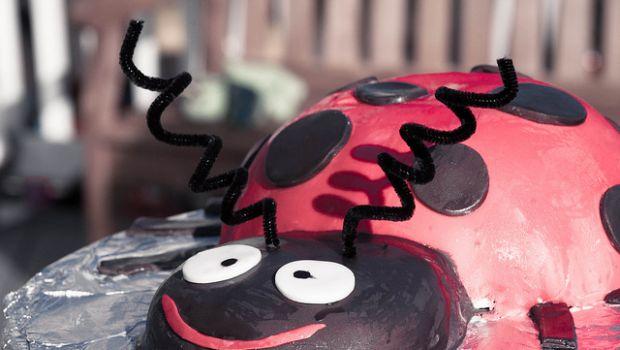 Torte decorate con pasta di zucchero per bambini
