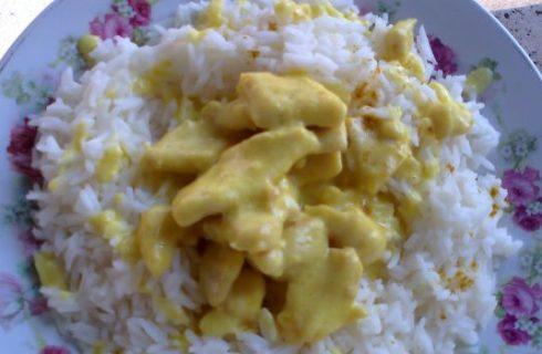 Bocconcini di pollo al curry con riso basmati, la ricetta facile
