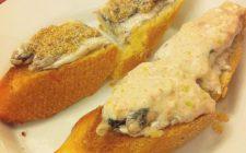 I crostini di pesce per un antipasto veloce