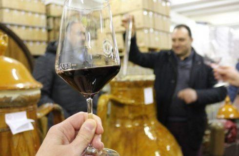 Il Capasonato, in Puglia il vino nelle anfore di terracotta