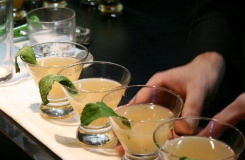 I cocktail per l'8 marzo alcolici e analcolici per brindare con le amiche