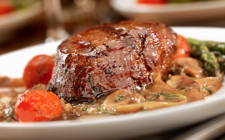 Come fare il roast beef con funghi porcini al forno