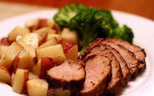 La ricetta dell'arrosto di maiale al forno con patate