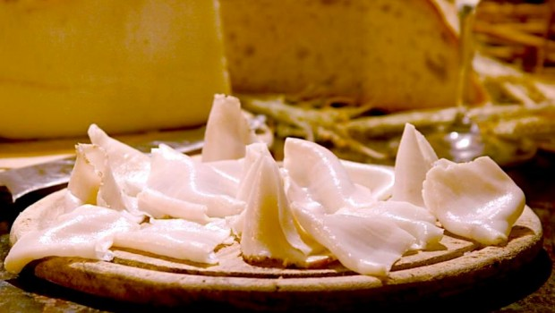 Le bruschette con il lardo di Colonnata e rosmarino