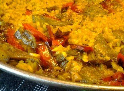 La ricetta originale della paella vegetariana per una cena con amici