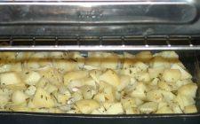 Le patate al forno con la ricetta veloce