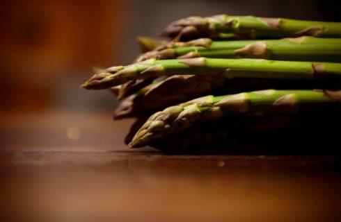 Gli asparagi al forno, ecco la ricetta gustosa