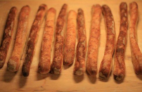 La ricetta dei grissini con il lievito madre fragranti e delicati