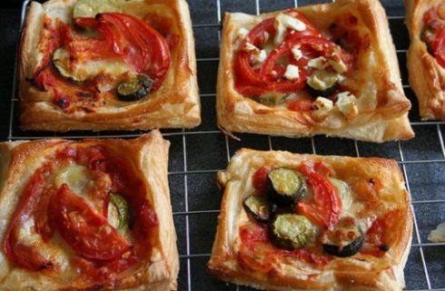 Le pizzette di pasta sfoglia da fare con la ricetta veloce