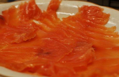 Il rotolo di frittata al salmone per un gustoso secondo piatto