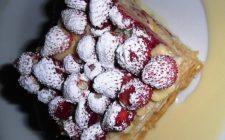 La torta millefoglie con crema e fragole con la ricetta semplice