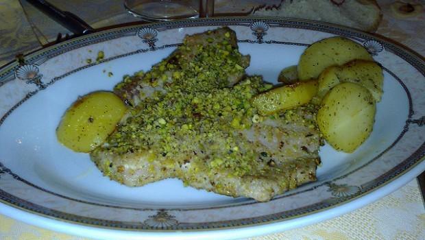 Tranci di tonno al forno con patate con la ricetta veloce