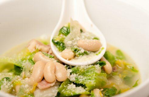 La ricetta della scarola con fagioli alla napoletana