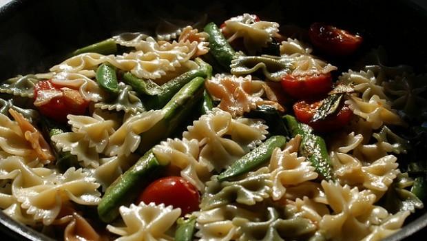 Le farfalle con asparagi, la ricetta facile ma sfiziosa