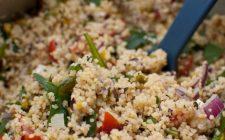Ecco come preparare l'insalata fredda di cous cous per la pausa pranzo in ufficio